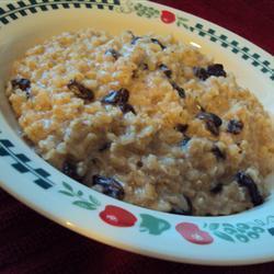 Кутья из коричневого риса с соевым молоком и изюмом