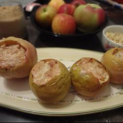 Яблоки запеченные с творогом и орехами