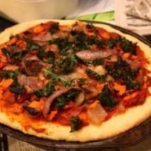 Пицца с листовой капустой и бататом