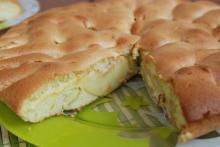 Рецепт шарлотки с яблоками в мультиварке