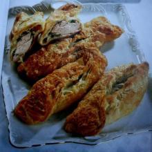 Куриное филе в слоеном тесте