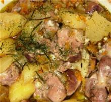 Куриные желудки с морковкой и луком