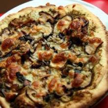 Пицца с грибами и песто