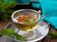 Чай из имбиря с добавлением листьев мяты