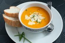 Суп из лисичек с копченостями
