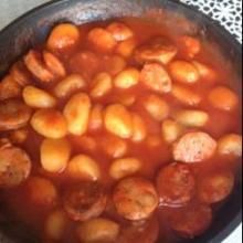 Галушки с колбасой в томатном соусе
