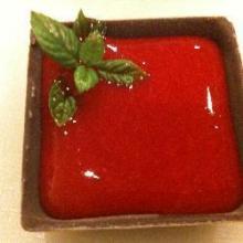 Шоколад с малиновым соусом