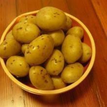 Картофель в мундире на пару с тмином