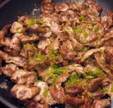 Куриные желудочки тушеные с грибами
