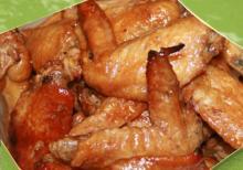 Куриные крылышки, запеченные с гречкой