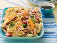 Рецепт салата с копченой курицей и макаронами