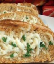 Горячие бутерброды с сыром и чесноком