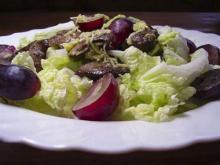 Рецепт быстрого салата с куриной печенью и виноградом