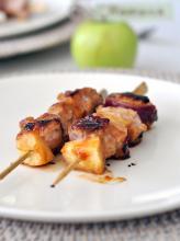 Шашлычки из свинины с яблоком